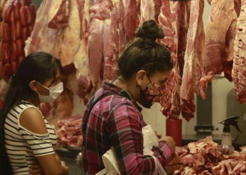 Carniceros evalúan retomar medidas ante incumplimiento del Gobierno de reducir el precio del kilo/gancho